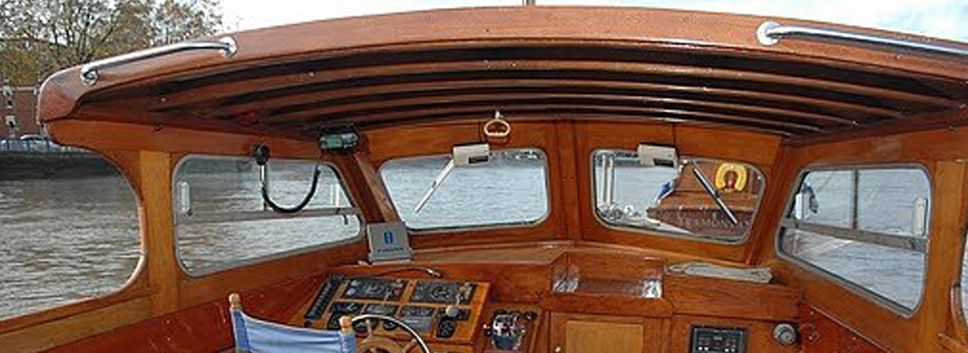 Autumn Breeze Boat - Thames Boat Hire London